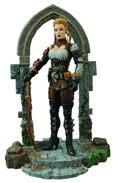 UNIVERSAL MONSTERS LUCY WESTENRA 18CM ACTIONFIGUR