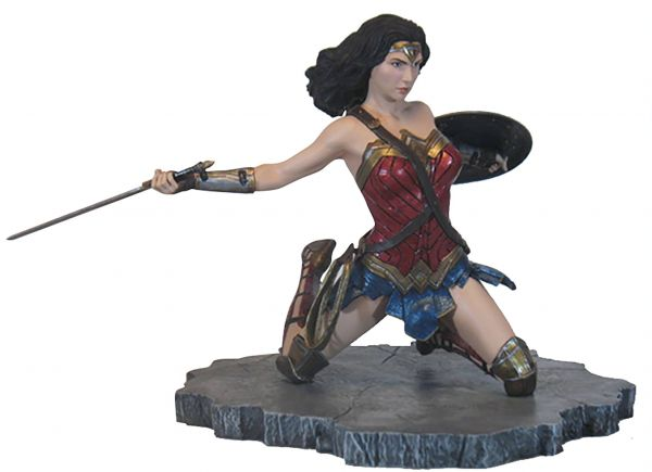 JUSTICE LEAGUE MOVIE GALLERY WONDER WOMAN PVC STATUE