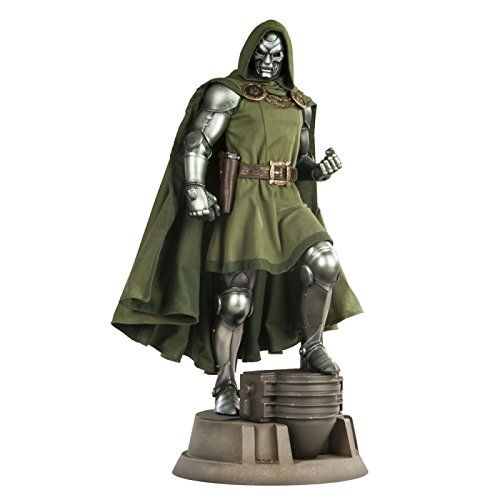 Doctor Doom Premium Format Statue by Sideshow Collectibles - Beschädigte Base